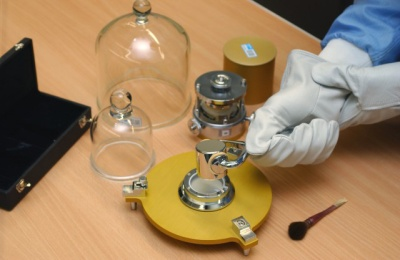 Fall 2014 Packet 1: Working with the official kilogram